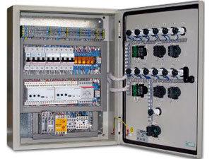 Электрощитовое оборудование в металлической коробке